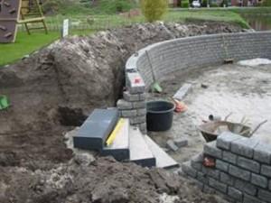 De aanleg van een halfronde muur